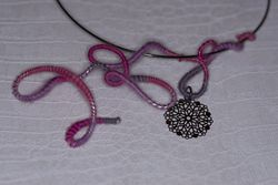 Collier boucle rose